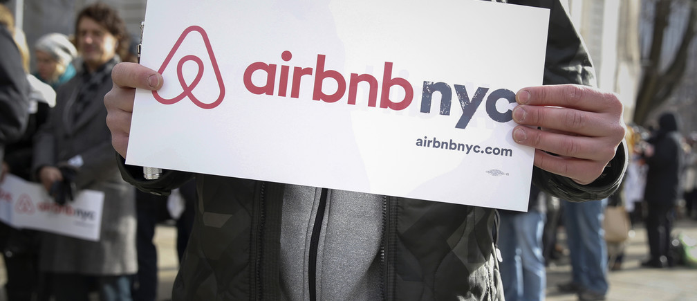 """Supporters of Airbnb stand during a rally before a hearing called """"Short Term Rentals: Stimulating the Economy or Destabilizing Neighborhoods?"""" at City Hall in New York, U.S. on January 20, 2015.   REUTERS/Shannon Stapleton/File Photo - RTX2PVNM"""