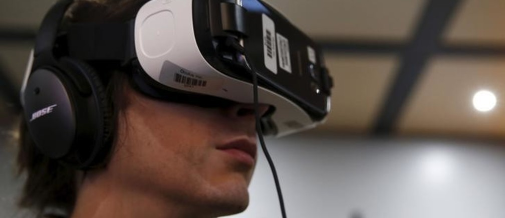 A man wears an Oculus Samsung Gear VR with the Galaxy Note 4 virtual reality headset at the Electronic Entertainment Expo, or E3, in Los Angeles, California, United States, June 17, 2015. Virtual reality gaming, once a distant concept, became the new battleground at this year's E3 industry convention, with developers seeking to win over fans with their immersive headsets and accessories.
