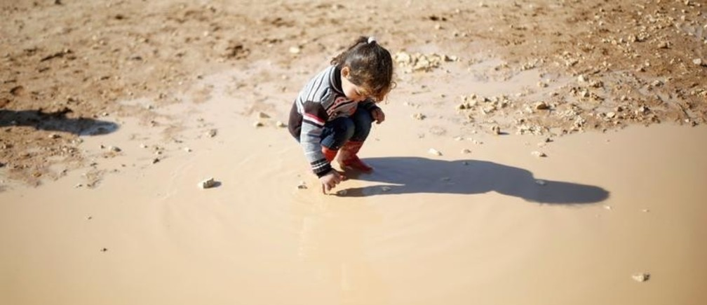 A Syrian refugee child plays at Al Zaatari refugee camp in Jordan near the border with Syria, December 3, 2016. REUTERS/Muhammad Hamed - RTSUGHX