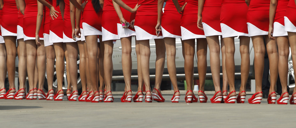Formula One grid girls wait to enter the pit lane after the third practice session for the first Indian F1 Grand Prix at the Buddh International Circuit in Greater Noida on the outskirts of New Delhi October 29, 2011.  REUTERS/Toru Hanai (INDIA - Tags: SPORT MOTOR RACING) - LM2E7AT1D7701