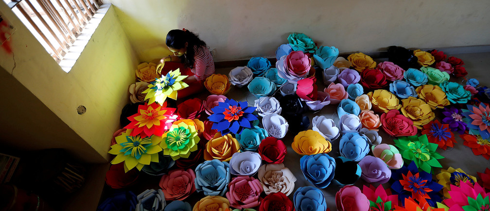 An inmate at Tihar Jail, the largest complex of prisons in South Asia, makes decorations for an event to mark International Women's Day in New Delhi, India March 7, 2018. REUTERS/Cathal McNaughton     TPX IMAGES OF THE DAY - RC18C3FFBB90