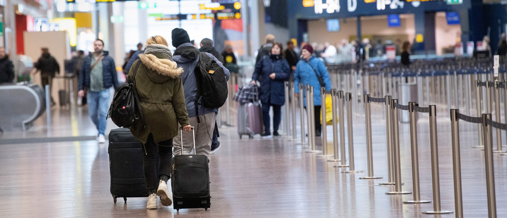 Travelers walk at Arlanda International Airport following the coronavirus concern and cancelled flights, in Stockholm, Sweden, March 12, 2020. TT News Agency/Fredrik Sandberg via REUTERS  ATTENTION EDITORS - THIS IMAGE WAS PROVIDED BY A THIRD PARTY. SWEDEN OUT. NO COMMERCIAL OR EDITORIAL SALES IN SWEDEN. - RC2GIF9OVDJS