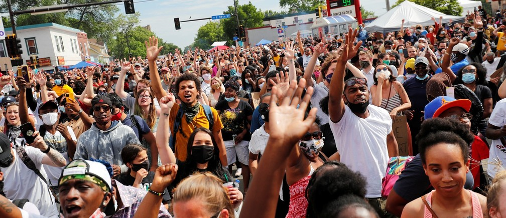 Protesters gather to memorialize George Floyd, who died in Minneapolis police custody, at the scene of his arrest in Minneapolis, Minnesota, U.S. June 4, 2020. REUTERS/Adam Bettcher - RC2O2H9R6NZP