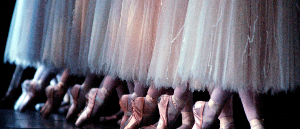Members of the Royal Ballet perform during the dress rehersal for 'Giselle' at The Royal Opera House in Covent Garden, London January 9, 2004. The performance opens to the public on January 12. Pictures of the month January 2004 BLIFE REUTERS/Natasha-Marie Brown  NMB/MD/GM - RP4DRIGVXJAB