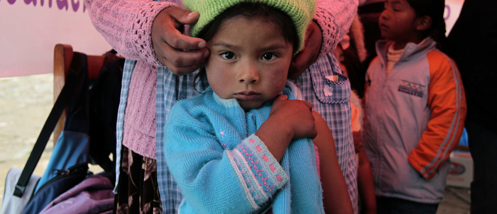 Children prepares before their vaccination against measles and rubella in El Alto outskirts of La Paz, April 15, 2012. Bolivian health officials will offer vaccinations to some 200, 000 children in the country, local media reported