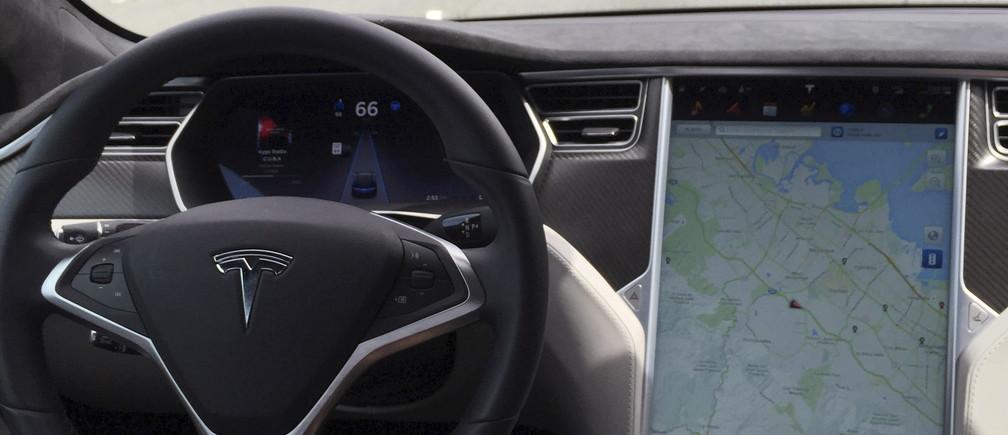 The interior of a Tesla Model S is shown in autopilot mode in San Francisco, California, U.S., April 7, 2016.   REUTERS/Alexandria Sage/File Photo - RTSHH2N