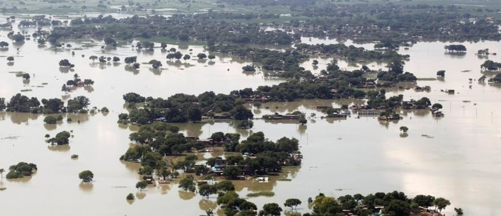 An aerial view of a flooded village on the outskirts of Allahabad, India, August 24, 2016. REUTERS/Jitendra Prakash     TPX IMAGES OF THE DAY      - S1BETXHAMYAA