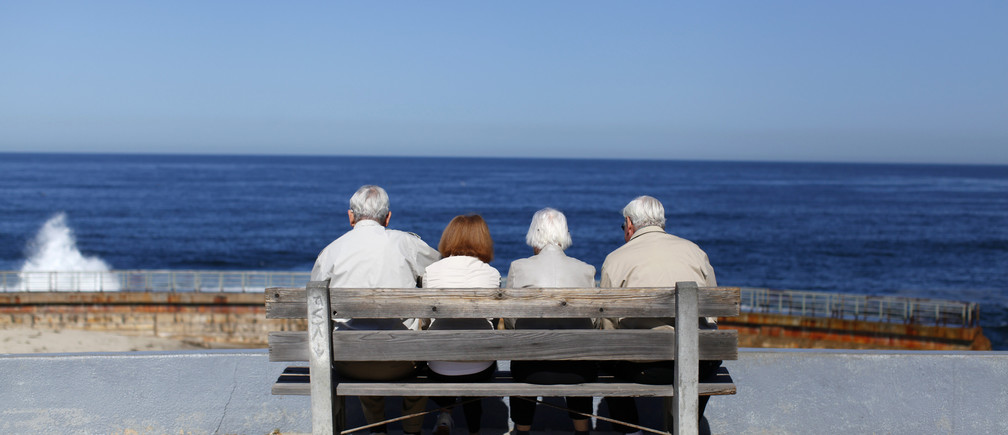 A pair of elderly couples view the ocean and waves along the beach in La Jolla, California March 8, 2012.  REUTERS/Mike Blake   (UNITED STATES - Tags: ENVIRONMENT SOCIETY TPX IMAGES OF THE DAY) - GM1E8390ALN01