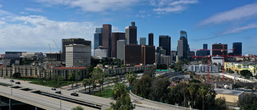 Downtown freeways are empty of traffic as the spread of the coronavirus disease (COVID-19) continues, in Los Angeles, California, U.S., April 7, 2020.  REUTERS/Lucy Nicholson - RC2WZF900JUM