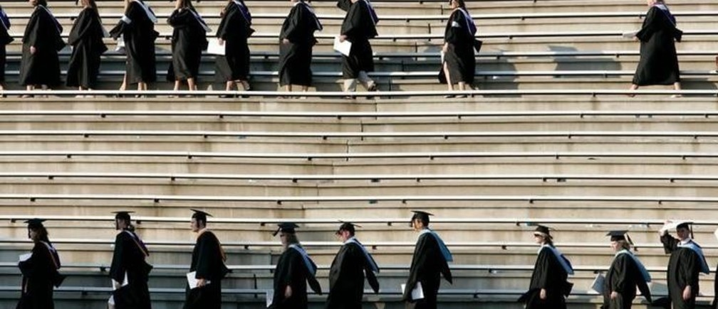 Graduating students enter the Paladin stadium before U.S. President George W. Bush watches them during the commencement ceremony at Furman University in Greenville, South Carolina May 31, 2008.  REUTERS/Larry Downing   (UNITED STATES)