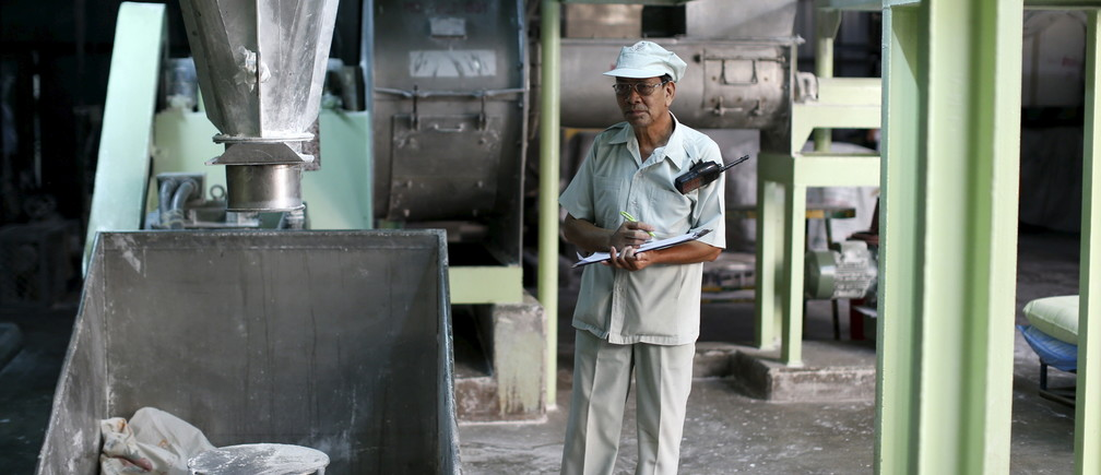 Thongdee Saenghow, a 62-year-old production supervisor, works at a rice vermicelli factory outside Bangkok, Thailand, February 5, 2016. The World Bank estimates the working-age population will shrink by 11 percent by 2040, the fastest contraction among Southeast Asia's developing countries. Thailand's stage of economic development, the rising cost of living and education, and a population waiting longer to get married are among the reasons it is ageing more quickly than its neighbours. An effective contraception programme in the 1970s also played a part, said Sutayut Osornprasop, a human development specialist at the World Bank in Thailand. Picture taken February 5, 2016. REUTERS/Jorge Silva  - RTX269TE