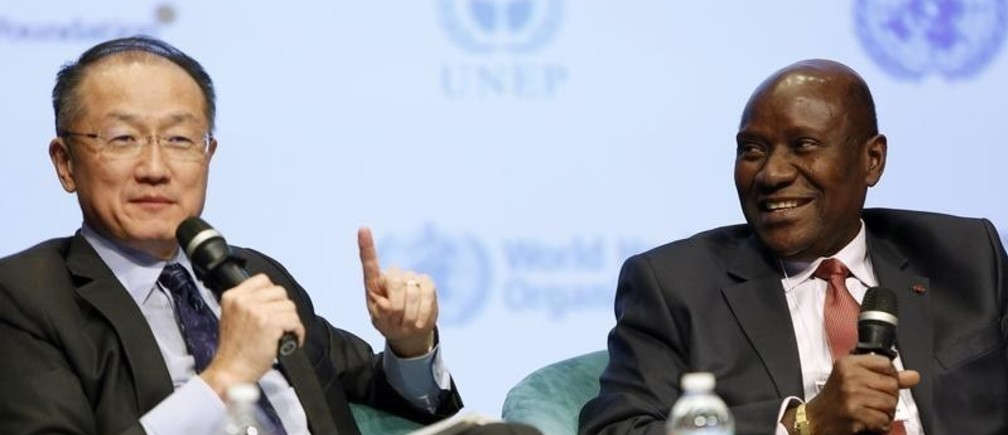 World Bank President Jim Yong Kim (L) and Daniel Duncan, (R) the Prime Minister of Cote d'Ivoire, participate in the Fragility, Conflict and Violence Forum at World Bank headquarters in Washington February 13, 2015.    REUTERS/Gary Cameron   (UNITED STATES - Tags: BUSINESS POLITICS CIVIL UNREST) - GM1EB2E0A4001