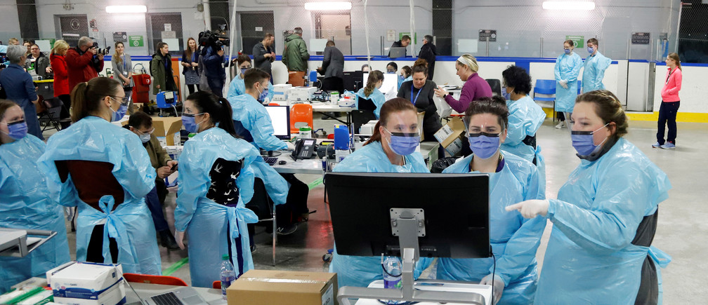 Medical staff prepare to receive patients for coronavirus screening at a temporary assessment center at the Brewer hockey arena in Ottawa, Ontario, Canada March 13, 2020.  REUTERS/Patrick Doyle     TPX IMAGES OF THE DAY - RC24JF9GEZG4