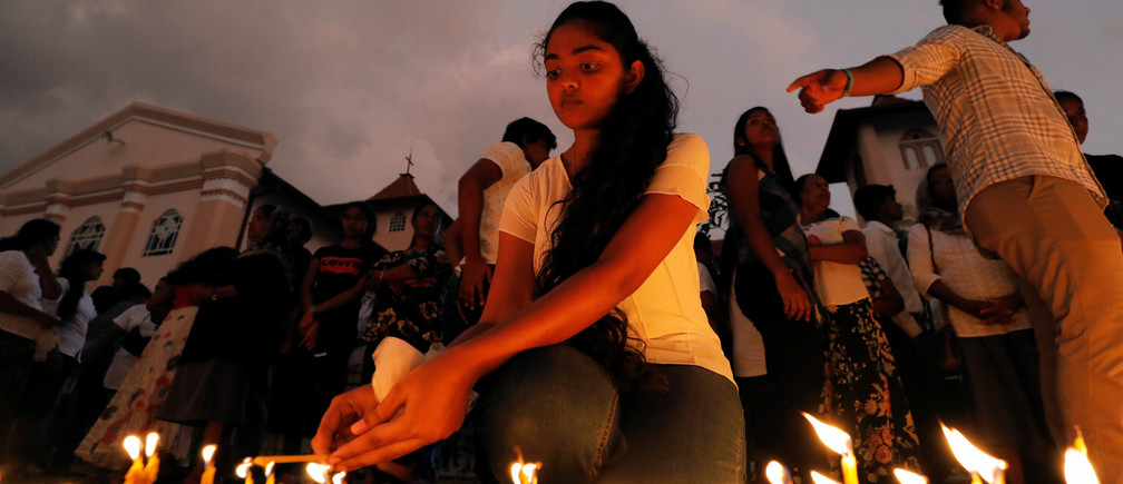 Devotees light candles while praying in front of St. Sebastian church, one of the churches attacked in the April 21st Easter Sunday Islamic militant bombings, during the first-month remembrance service in Negombo, Sri Lanka May 21, 2019. REUTERS/Dinuka Liyanawatte - RC19F2979450