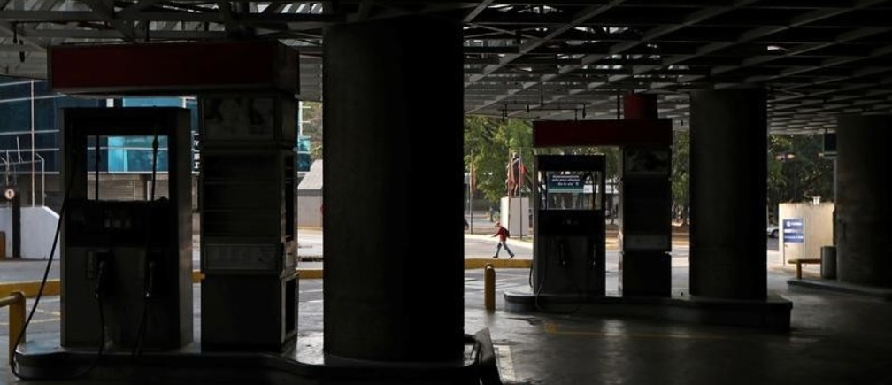 A closed petrol station is pictured during a blackout in Caracas, Venezuela March 27, 2019. REUTERS/Ivan Alvarado - RC12C29DEEC0