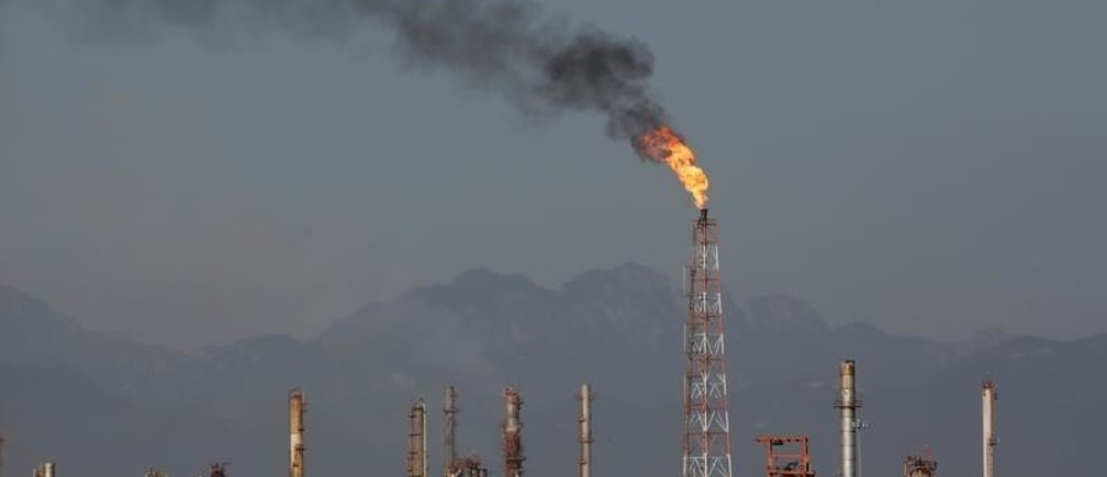 A general view shows Mexican state oil firm Pemex's Cadereyta refinery, in Cadereyta, Mexico October 5, 2019. Picture taken October 5, 2019. REUTERS/Daniel Becerril - RC1C350F58B0