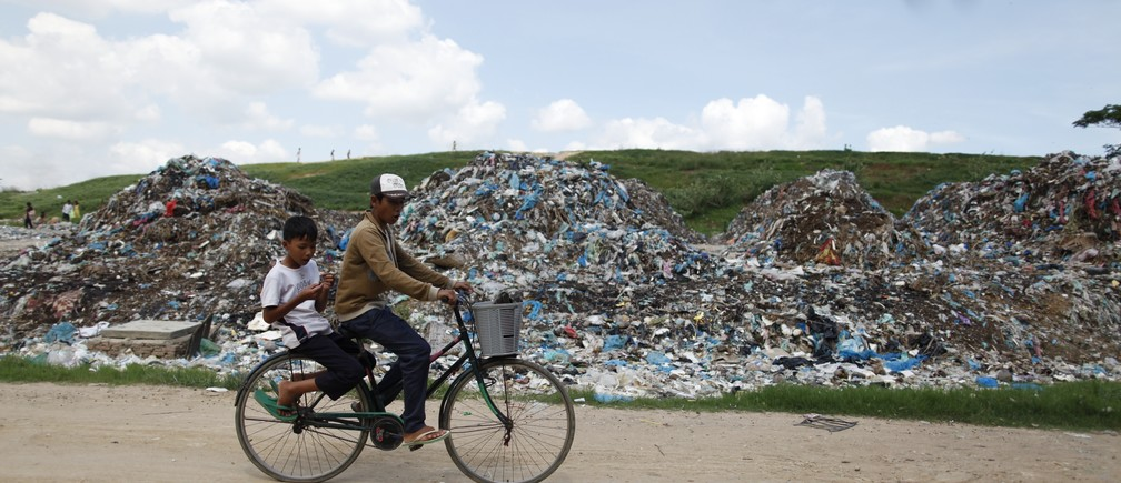 The worldwide total volume of plastic has reached 8.3 billion metric tons, the equivalent of more than 800,000 Eiffel Towers
