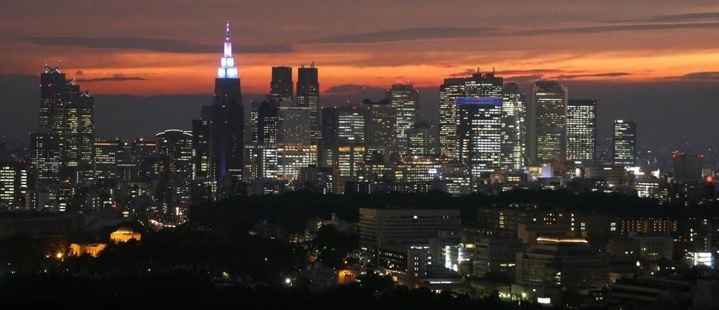 2月21日、新型コロナウイルスの国内感染者が増加し続けている。これまで日本経済に与える影響は、中国を最大の発生源として、そこからの波及を念頭に想定されてきたが、どうやら様子が変わってきた。写真は新宿の景色。