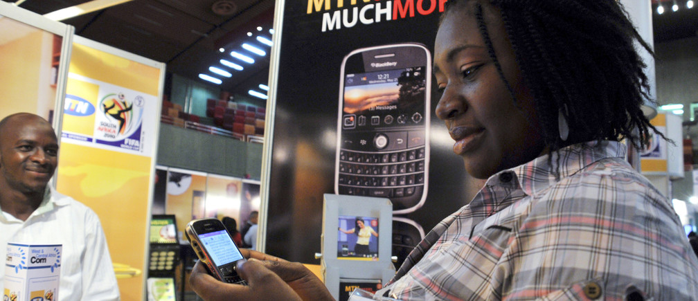 A delegate checks a blackberry handset at an exhibition stand during the West & Central Africa Com conference in Nigeria's capital Abuja, June 18, 2009. Nigeria's mobile subscriber base is growing at around the fastest pace since the advent of GSM technology at the start of the decade, but average revenue per user is tailing off, industry analysts said on Wednesday.