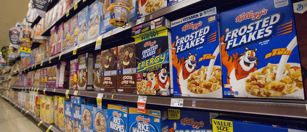 Various types of Kellogg's cereals are pictured at a Ralphs grocery store in Pasadena, California August 3, 2015. REUTERS/Mario Anzuoni - RTX1MWXC