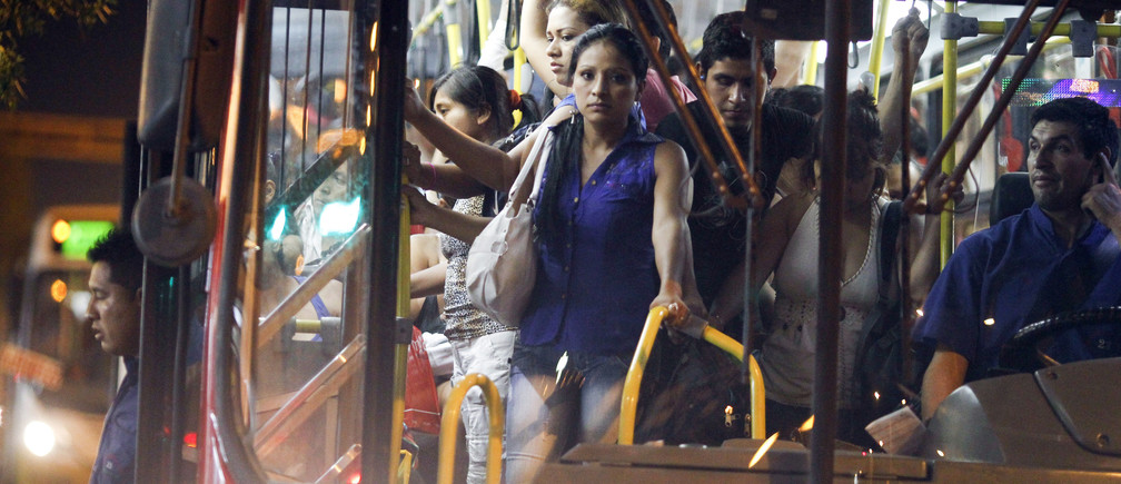 Passengers stand in a packed public bus in downtown Lima, March 15, 2014. Bogota and two other Latin American capitals - Mexico City, and Lima in Peru - were named as the three capitals with the  least safe transport systems for women in the Thomson Reuters Foundation poll of more than 6,550 women and gender and city planning experts. Women in Latin America say they face a wide range of daily threats on public transport, and not enough is done to ensure their safety. Picture taken March 15, 2014. To match Thomson Reuters Foundation story WOMEN/POLL-LATAM          REUTERS/Enrique Castro-Mendivil (PERU - Tags: SOCIETY TRANSPORT TPX IMAGES OF THE DAY) - RTR4BYTW