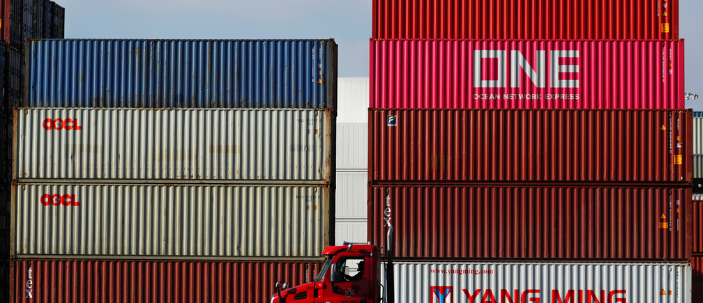 A truck arrives to haul shipping containers at Yusen Terminals (YTI) on Terminal Island at the Port of Los Angeles in Los Angeles, California, U.S., January 30, 2019.   REUTERS/Mike Blake - RC19D64647A0
