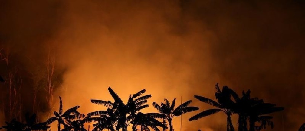 A fire burns a tract of Amazon jungle near Porto Velho, Brazil September 9, 2019. Picture taken September 9, 2019. REUTERS/Bruno Kelly - RC17A4E19AF0
