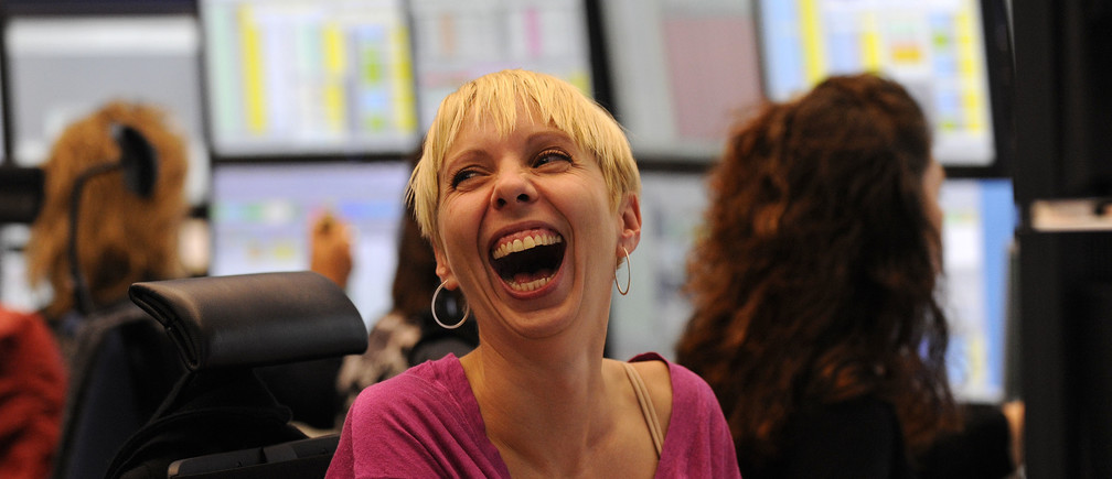 A share trader reacts as she sits behind her trading terminal at the Frankfurt stock exchange, October 13, 2008.  REUTERS/Kai Pfaffenbach(GERMANY) - RTX9HX8