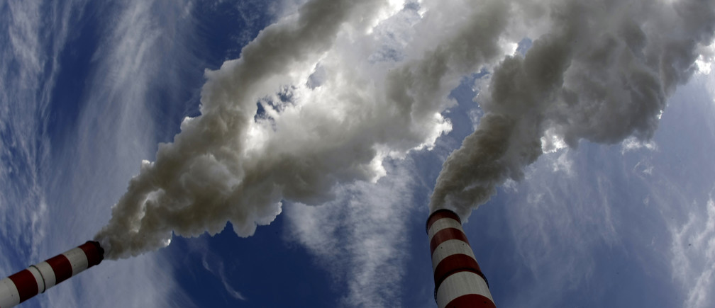Smoke billows from the chimneys of Belchatow Power Station, Europe's biggest coal-fired power plant, in this May 7, 2009 file photo. The lignite-fired power plant in Belchatow, European Union's biggest polluter, will need to buy up to 20 million tonnes of CO2 emission permits by 2013, its chief Jacek Kaczorowski told Reuters on August 21, 2009. The plant released the equivalent of nearly 31 million tonnes of carbon dioxide into the atmosphere last year, topping by 4 million tonnes its EU-set ceiling as part of the bloc's attempts to curb global warming. To match Interview POLAND-BELCHATOW/    REUTERS/Peter Andrews/Files  (POLAND POLITICS ENVIRONMENT ENERGY BUSINESS) - GM1E58M0BKI01