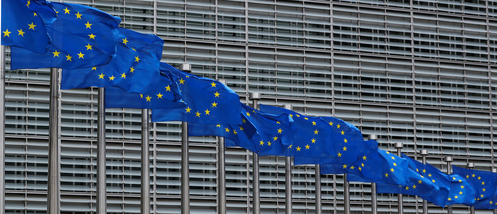 European Union flags flutter outside the European Commission headquarters in Brussels, Belgium, June 5, 2020.  REUTERS/Yves Herman - RC243H9XGI0R
