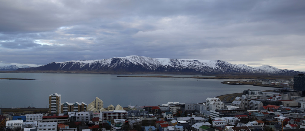 A general view shows the city of Reykjavik seen from Hallgrimskirkja church February 13, 2013.           REUTERS/Stoyan Nenov (ICELAND - Tags: TRAVEL CITYSCAPE) - GM1E92R02LC01