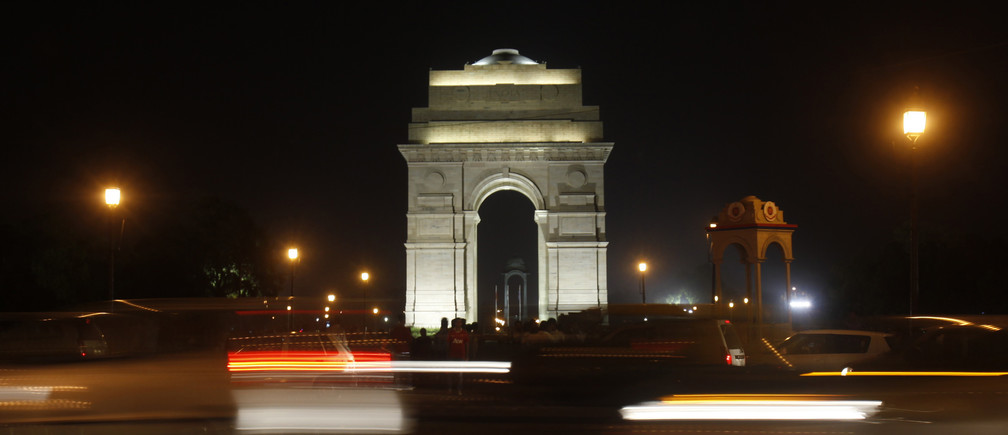 Heavy traffic moves in front of the India Gate before Earth Hour in New Delhi March 23, 2013. Earth Hour, when everyone around the world is asked to turn off lights for an hour from 8.30 p.m. local time, is meant as a show of support for tougher action to confront climate change.