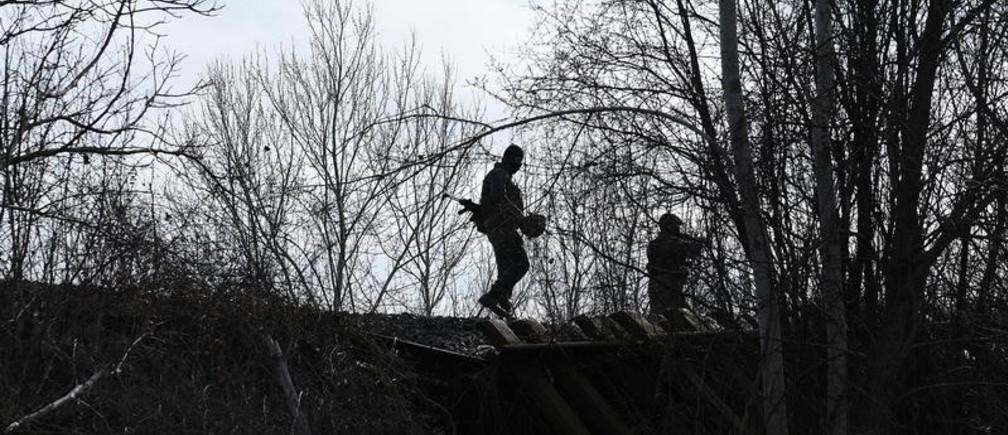 Greek soldiers patrol next to the Greek-Turkish border near the village of Marasia, in the region of Evros, Greece, March 5, 2020. REUTERS/Alexandros Avramidis - RC2LDF9AHR8E