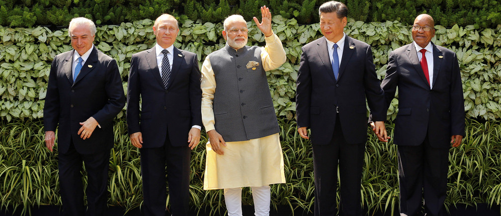 (L-R) Brazil's President Michel Temer, Russian President Vladimir Putin, Indian Prime Minister Narendra Modi, Chinese President Xi Jinping and South African President Jacob Zuma pose for a group picture during BRICS (Brazil, Russia, India, China and South Africa) Summit in Benaulim, in the western state of Goa, India, October 16, 2016. REUTERS/Danish Siddiqui     TPX IMAGES OF THE DAY      - RTX2P0VB