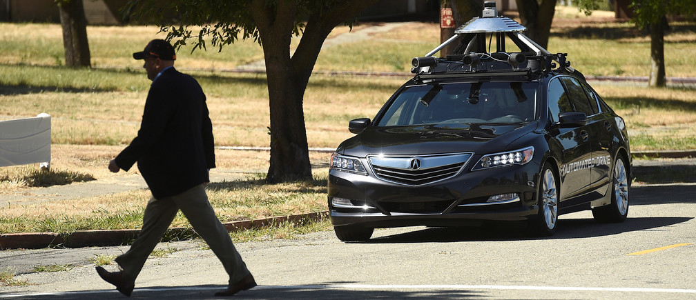 An autonomous version of Acura's RLX Sport Hybrid SH-AWD stops for a simulated pedestrian crossing at carmaker Honda's testing grounds at the GoMentum Station autonomous vehicle test facility in Concord, California June 1, 2016.  REUTERS/Noah Berger  - S1AETHNVNKAA