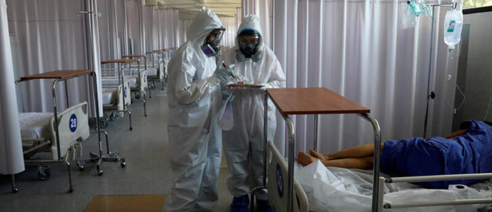 Medical staff are seen looking after a patient inside the provisional military hospital of the Campo Militar No. 1, which takes care of patients with symptoms of the coronavirus disease (COVID-19) in Mexico City, Mexico June 9, 2020. Picture taken June 9, 2020.REUTERS/Carlos Jasso