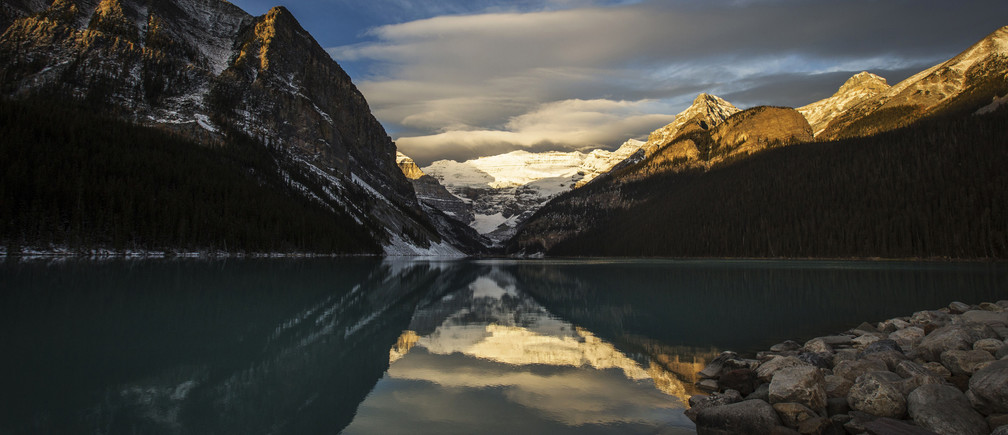 Lake Louise is pictured at Banff National Park, in the Canadian Rocky Mountains outside the village of Lake Louise, Alberta, October 3, 2014.    REUTERS/Mark Blinch (CANADA - Tags: ENVIRONMENT SOCIETY) - GM1EAA404LJ01