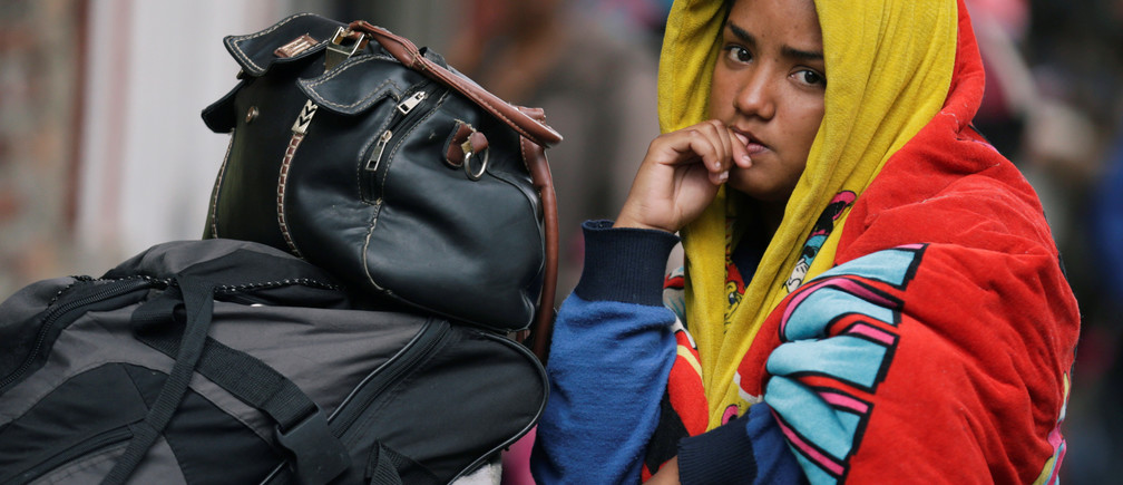 A Venezuelan migrant waits outside a temporary camp for Venezuelan refugees in Bogota, Colombia November 19, 2018. Picture taken November 19, 2018. REUTERS/Luisa Gonzalez - RC1A78A37720