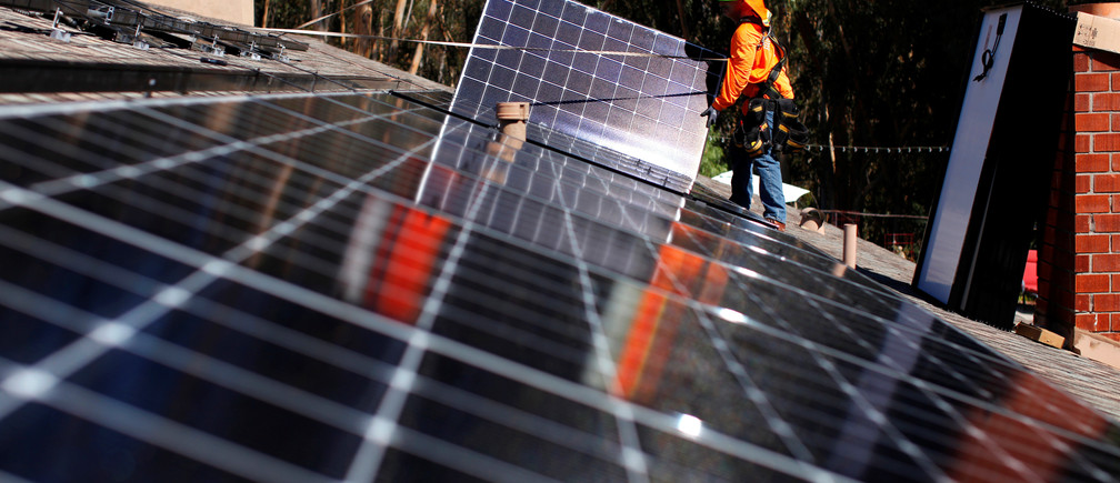 Solar installers from Baker Electric place solar panels on the roof of a residential home in Scripps Ranch, San Diego, California, U.S. October 14, 2016. Picture taken October 14, 2016.       REUTERS/Mike Blake   TPX IMAGES OF THE DAY      - RTX2QGXE