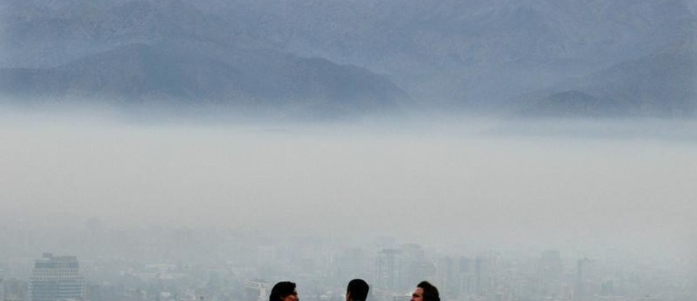 Chilean men stand on a hill overlooking smog-covered Santiago, as theChilean government declared an environmental alert because air quality hadworsened to hazardous levels, May 19, 2003. For most of the year, animpressive setting beneath the towering Andes Mountains is one of the grandattractions of the Chilean capital, Santiago. But between May and August,the Andes can't even be seen through a blanket of toxic smog. A recent pollshowed Latin American executives viewed Santiago and Sao Paulo, Brazil, asthe best cities in the region in which to do business. But they wouldn'twant to live there. They also said smog was the biggest obstacle to theChilean government's drive to lure foreign investors. Pictures of the Year2003   REUTERS/Carlos Barria/FEATURE/ENVIRONMENT-CHILE-SMOGCB/GN - RP3DRILWKUAA