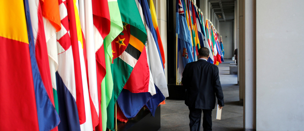 A delegate walks outside International Monetary Fund headquarters after closing of the IMF/World Bank annual meetings in Washington, U.S., October 9, 2016. REUTERS/Yuri Gripas - RTSRHRY