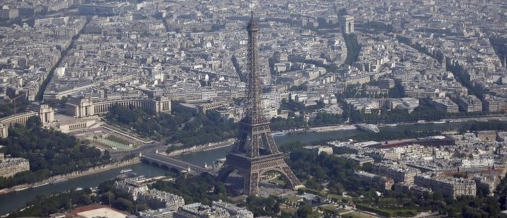 An aerial view shows the Eiffel Tower (C), the Seine River and the Paris skyline on July 14, 2013.  REUTERS/Charles Platiau  (FRANCE - Tags: CITYSCAPE TRAVEL SOCIETY)