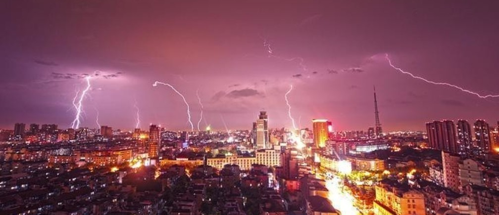 Lightning strikes over buildings during heavy rainfall in Kunshan, Jiangsu province, September 2, 2014. Picture taken September 2, 2014. REUTERS/Stringer (CHINA - Tags: SOCIETY ENVIRONMENT CITYSCAPE TPX IMAGES OF THE DAY) CHINA OUT. NO COMMERCIAL OR EDITORIAL SALES IN CHINA
