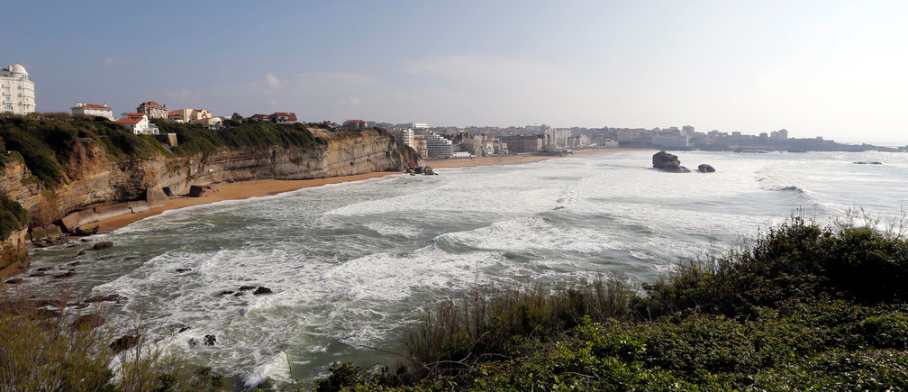 A general view shows breaking waves along the ocean beach front in Biarritz on the southern Atlantic Coast of France, April 6, 2017. REUTERS/ Regis Duvignau - RC110B5D7D10