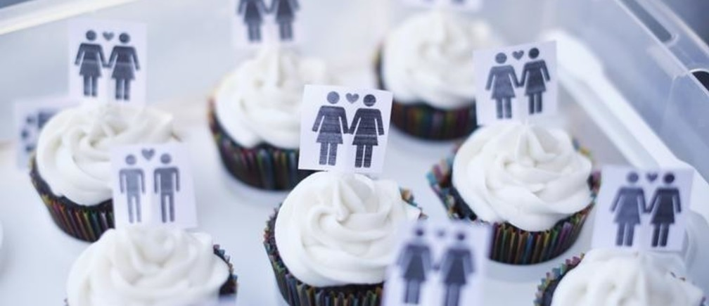 A box of cupcakes are seen topped with icons of same-sex couples at City Hall in San Francisco, June 29, 2013. Same-sex couples rushed to San Francisco's City Hall on Saturday to be legally married after the U.S. Ninth Circuit Court of Appeals officially ended California's ban on gay marriage following a landmark ruling at the Supreme Court this week. REUTERS/Stephen Lam (UNITED STATES - Tags: SOCIETY POLITICS FOOD)