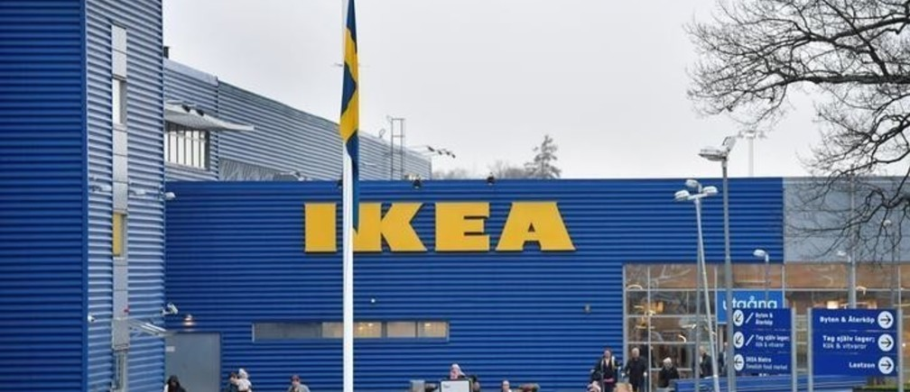 A Swedish flag flies at half mast outside an IKEA store in Stockholm, Sweden, January 28, 2018. TT News Agency/Anders Wiklund/via REUTERS ATTENTION EDITORS - THIS IMAGE WAS PROVIDED BY A THIRD PARTY. SWEDEN OUT. NO COMMERCIAL OR EDITORIAL SALES IN SWEDEN.