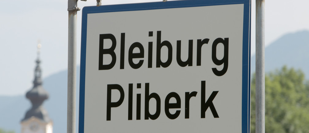 The city limits sign of Bleiburg written in both German and Slovenian is pictured in Austria's southern Carinthia province, some 5 km (3 miles) from the Slovenian border, July 14, 2010. Bilingual city limits signs for three Austrian villages near to the border with Slovenia were erected on Tuesday, in accordance to a verdict by Austria's constitutional court.     REUTERS/Heinz-Peter Bader  (AUSTRIA - Tags: POLITICS) - RTR2GEVH