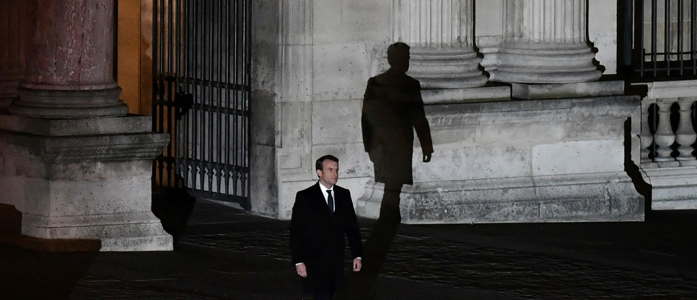 French President elect Emmanuel Macron walks towards the stage at the Louvre Museum to give a speech to supporters after results in the 2017 presidential election in Paris, France, May 7, 2017.  Picture taken May 7, 2017.    REUTERS/Philippe Lopez/Pool - RTS15O0C