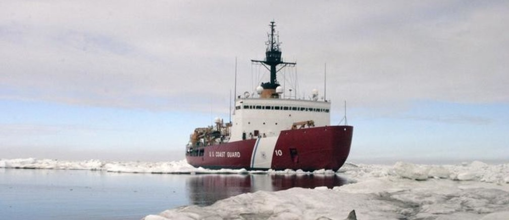 Polar Star, the U.S. Coast Guard icebreaker, completes ice drills in the Arctic in this July 3, 2013 handout photo. The United States is sending the Polar Star to help free Russian ship Akademik Shokalskiy and Chinese icebreaker Snow Dragon gripped by Antarctic ice, the Coast Guard said on January 4, 2013. The Polar Star is responding to a request for assistance from Australian authorities as well as from the Russian and Chinese governments, it said in a statement. REUTERS/U.S. Coast Guard/Petty Officer 3rd Class Rachel French/Handout via Reuters  (UNITED STATES - Tags: ENVIRONMENT MILITARY MARITIME POLITICS) ATTENTION EDITORS - THIS IMAGE WAS PROVIDED BY A THIRD PARTY. FOR EDITORIAL USE ONLY. NOT FOR SALE FOR MARKETING OR ADVERTISING CAMPAIGNS. THIS PICTURE IS DISTRIBUTED EXACTLY AS RECEIVED BY REUTERS, AS A SERVICE TO CLIENTS