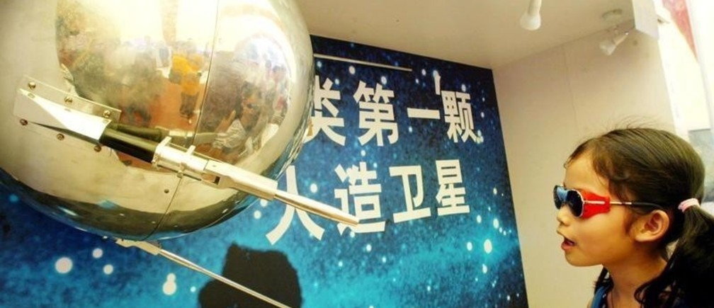 A Chinese girl takes a close look at the world's first artificialsatellite, the Soviet-made Sputnik I, at a Russian space exhibit in thesouthern Chinese city of Guangzhou June 16, 2002. China is dedicated toperforming manned space fights by 2005 and launch its first spaceexploration to the moon in 2010, Chinese scientists announced in May.The exhibition will last a week in Gunagzhou. Picture taken June 16.REUTERS/China PhotoGN/JS - RP3DRIAJQIAA